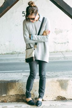 Oversized Grey Sweater Outfit - Art in the Find grey-sweater @autumncashmere @loft grey-denim