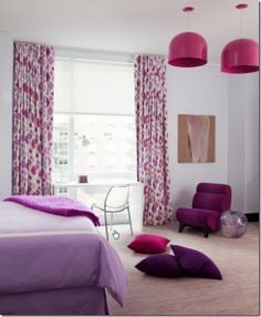 Radiant Orchid - dettagli viola in camera da letto - #interior #design #color