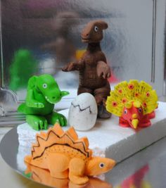 Fondant Dino toppers