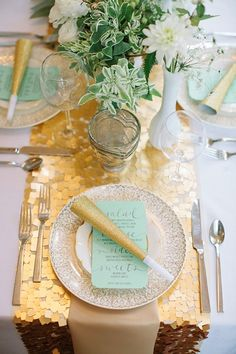 Dont know what we love more. The gold runner or the party favor!