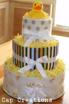 Gift idea: DIY diaper cake tutorial (Great baby shower gift)