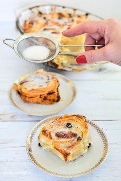 Melcișori din foietaj Pastry And Bakery, Camembert Cheese, Deserts, Muffin, Dairy, Sweets, Baking, Breakfast, Food