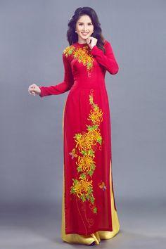 Mẫu áo dài trung niên thêu hoạ tiết đẹp