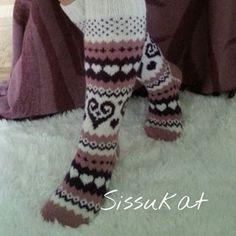 Kuvahaun tulos haulle sydän villasukat Fair Isle Pattern, Knitting Socks, Leg Warmers, Fingerless Gloves, Legs, Patterns, Fashion, Mittens, Block Prints
