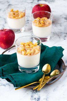 Na vidličku: Panna cotta se zkaramelizovanými jablíčky Panna Cotta, Pudding, Ethnic Recipes, Food, Dulce De Leche, Custard Pudding, Essen, Puddings, Meals