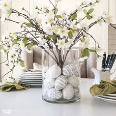 Learn how to make this GORGEOUS quick 10 minute floral arrangement with DIY Easter Egg vase filler! So pretty for a Spring and Easter dining table, kitchen island or coffee table vignette. eggs fillers Floral Arrangement With DIY Easter Egg Filler Easter Table Decorations, Table Centerpieces, Easter Centerpiece, Centerpiece Ideas, Easter Decor, Floral Centerpieces, Easter Ideas, Arreglos Ikebana, Diy Ostern