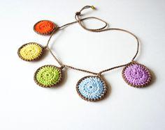 Free Necklace Crochet Pattern by JaKiGu.with the right outfit.has possibilities! Love Crochet, Crochet Gifts, Crochet Motif, Crochet Flowers, Crochet Patterns, Ravelry Crochet, Crochet Circles, Crochet Bracelet, Crochet Earrings