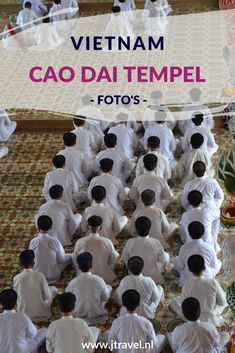 Zeer indrukwekkend en kleurrijk is de Cao Dai Tempel. Aan de buitenkant is de tempel gedecoreerd met draken in alle soorten en maten. Binnenin staan beelden van Jezus Christus, Boeddha en de Hindoegod Brahma vredig naast elkaar. Mijn foto's van deze tempel zie je hier. Kijk je mee? #caodai #tempel #caodaitempel #vietnam #jtravelblog #jtravel #fotos
