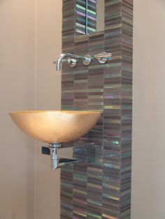 Balance Interieuradvies in the Netherlands used Horizon glass mosaics to create an accent area in this bathroom. www.interieursinbalance.nl/