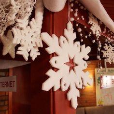Téli hangulatot varázsoltunk a Danubius Hotel Büki szálloda recepciójára és a lobby kisasztalokra ❄️🙃  A hideg téli napokon ezek az èdes kis jegesmacik köszönnek vissza Ràd, hogy feldobják a szürke januári napokat, persze utána jól esik a szuper melegvizes medencéikben és forró szaunáikban is feltöltődni😉🙃💕  Annyira édesek ezek a kis jegesmedvék a dekorációban. Imádjuk őket😍
