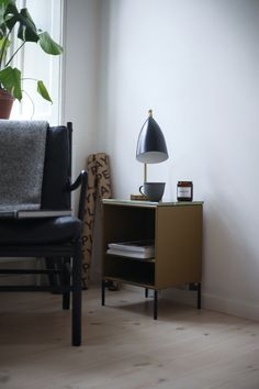 Colonial Chair by Ole Wanscher from Carl Hansen & Søn, Grasshopper table lamp by Greta Magnusson Grossman from Gubi and Stay side table by Peter J. Lassen from Montana Mid-century Interior, Home Interior Design, Interior Decorating, Colonial Chair, Bungalow 5, Armchair, Table Lamp, Indoor, Living Room
