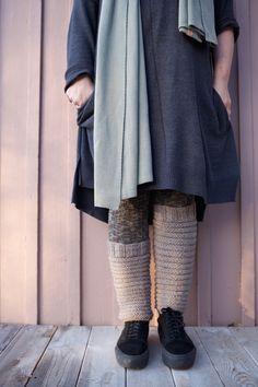 Makkarasäärystimet / perussäärystimet / neulotut säärystimet ohje. Socks, Sweaters, Crafts, Drink, Fashion, Pop Tabs, Doll Outfits, Molde, Moda