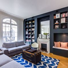 Appartement Paris 16 : un haussmannien qui se modernise - paris Riot Home, Built In Furniture, Furniture, Interior, New Homes, House, Home Staging, Living Room Furniture, Home Deco