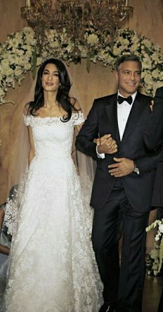 Look Back at Amal Clooney's Whole Lineup of Wedding Weekend Looks Amal Alamuddin and George Clooney Walking Down the Aisle at Their Wedding.Amal Clooney's Wedding Dress Is Getting Its Own ExhibitAmal Alamuddin's Oscar de la Renta Wedding Dress at her Celebrity Wedding Photos, Celebrity Wedding Dresses, Celebrity Weddings, Vintage Wedding Photos, Wedding Robe, Wedding Gowns, Hair Wedding, Wedding Weekend, Dream Wedding