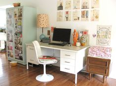 Eight Attractive Workspace Decorating Ideas - Image 03 : Modest Studio Office Nook