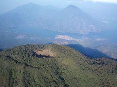 Volcán y su crater