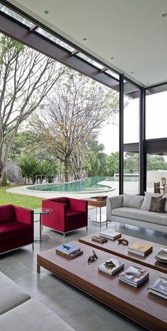 Indoor / outdoor living space - AM House by Drucker Arquitetura