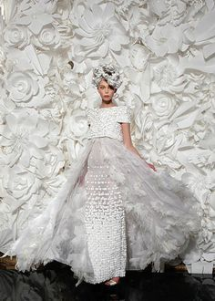 Tutt'Art@ | Pittura * Scultura * Poesia * Musica | : Futuristic style | Paper fashion dresses