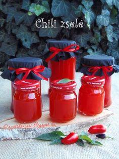 Az otthon ízei: Chili zselé Nigellától Eat Pray Love, Hungarian Recipes, Hot Sauce Bottles, Chutney, Food Storage, Preserves, Pickles, Chili, Bbq