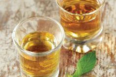 Λικέρ βερίκοκο – ροδάκινο Liquor Drinks, Cocktail Drinks, Cold Drinks, Beverages, Cocktails, How To Make Drinks, Food Categories, Food And Drink, Alcohol