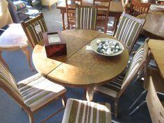 Tisch mit Stühle bei HIOB Muttenz http://hiob.ch/schnaeppchen/tisch-mit-stuehle #Schnäppchen #Trouvaille