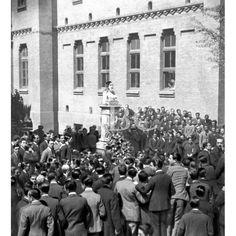 1919 ZARAGOZA. HOMENAJE A UN MÉDICO ILUSTRE. DESCUBRIMIENTO DEL BUSTO ERIGIDO EN LA FACULTAD DE MEDICINA AL DIFUNTO DECANO DR. D. HIPÓLITO FAIREN: Descarga y compra fotografías históricas en | abcfoto.abc.es