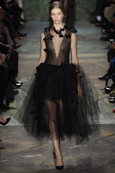 The Dark Romance Trend for Spring Summer 2014 Couture. Valentino Spring Summer Couture More Butterfly Trend for Spring Summer 2014 Couture. More Dark Romance Trends for Spring Summer 2014 Couture. Style Couture, Couture Fashion, Runway Fashion, Paris Fashion, Look Fashion, High Fashion, Fashion Show, Fashion Design, Fashion Outfits