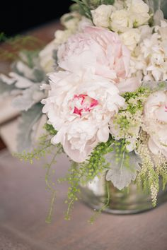 """I've seen a lot of gorgeous Art Deco inspired weddings in my day, but never one done quite like this. And by """"quite like this,"""" I mean a non-stop dance party featuring beautiful blooms from La Fleur Event And Floral Design, a"""