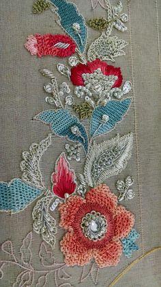 Fashion and Lifestyle Zardozi Embroidery, Pearl Embroidery, Tambour Embroidery, Hand Work Embroidery, Indian Embroidery, Brazilian Embroidery, Embroidery Fashion, Silk Ribbon Embroidery, Hand Embroidery Designs