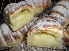 How to Make a Creamy Donut? We have prepared another delicious recipe. We make a cream muffin from pastry recipes. Our recipes, cake, donut recipes . Greek Desserts, Greek Recipes, Pastry Recipes, Cooking Recipes, Donut Recipes, Biscuits Graham, The Kitchen Food Network, Breakfast Recipes, Dessert Recipes
