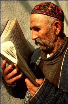Uzbekistan - Man reading scipture - USSR Jewish Community, 1988