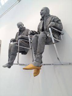 Juan Munoz - 2 Seated on the Wall with Big Chairs - polyester resin