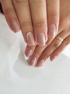 Prized by women to hide a mania or to add a touch of femininity, false nails can be dangerous if you use them incorrectly. Types of false nails Three types are mainly used. Gel Nails, Acrylic Nails, Nail Polish, Perfect Nails, Gorgeous Nails, Simple Nail Designs, Nail Art Designs, Nails Design, Short Nails