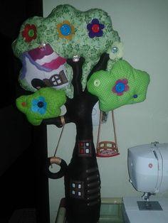 Árvore das lalaloopsys em feltro