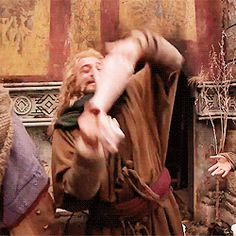 Fili (gif)-----this is SO funny ... just watch..Kilis face when hes rocking back in the barrelXD