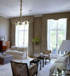 Veere Grenney Associates is a London based Interior Design Company. High Ceiling Living Room, Georgian Interiors, Curtains And Draperies, London Townhouse, Upholstered Ottoman, Curtain Designs, Best Interior Design, Fashion Room, Elle Decor