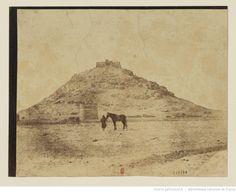 [Ispahan, montagne du feu, ancien temple guèbre. Oeuvre de Luigi Pesce] : t. 1 | Gallica