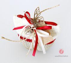 Bomboniera sacchettino porta confetti con zip - cresima o laurea -fatto a mano a uncinetto : Bomboniere di cristiana-farecreare