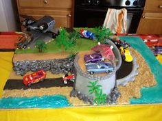 CARS 2 Lighting McQueen Cake