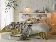 White gold bedroom ideas wonderful white and gold room decor marvelous gold and white bedroom ideas . white and gold room decor White Bedroom Decor, Pretty Bedroom, Bedroom Decor Design, Home Living Room, Bedroom Design Gold, Gold Bedroom Decor, White Bedroom Design, Bedroom Design Inspiration, Beautiful Room Designs