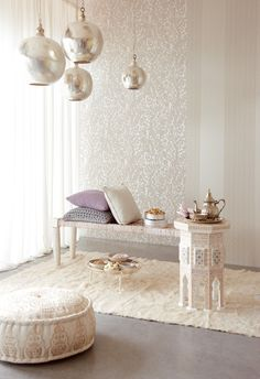 White and silver Moroccan style- wallpaper and lamps