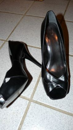 Mossimo black stiletto platform pumps. Size 8 Great detail. Women's career