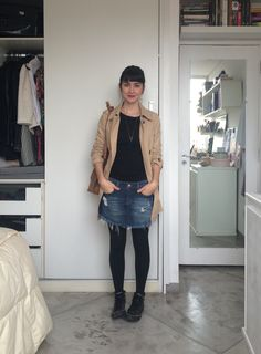 trench coat, converse, tights, mini skirt, tshirt