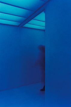 """Carlos Cruz-Diez within a Chromosaturation displayed at the exhibition """"Carlos Cruz Diez. The Embodied Experience of Color"""". Miami Art Museum"""