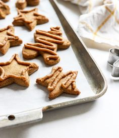 These healthy Gingerbread Cookies the best! They are made without white flour or refined sugar, but they taste like the real thing. Made with almond flour. Crispy Cookies, Paleo Cookies, Cookie Recipes, Almond Cookies, Chocolate Cookies, Beignets, Healthy Gingerbread Cookies, Gluten Free Baking, Paleo Baking
