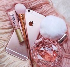 Rose Gold iPhone, Makeup Brush, Melted LipGloss, and Ariana Grande's Perfume Pink Love, Pretty In Pink, Rose Gold Aesthetic, Tout Rose, Accessoires Iphone, Just Girly Things, Pink Things, Everything Pink, Peyton List