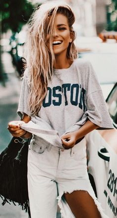 #summer #outfits Grey Printed Tee + White Destroyed Jeans