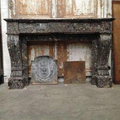 cheminée régence en marbre sainte-anne des pyrénées , pieds griffes .XIX siècle.