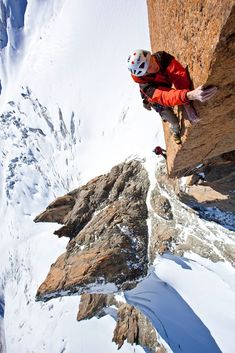 Climbing in Chamonix Voie Petit au Grand Capucin Must do. Alpine Climbing, Sport Climbing, Ice Climbing, Mountain Climbing, Climbing Holds, Parkour, Radical Sports, Trekking, Chamonix Mont Blanc