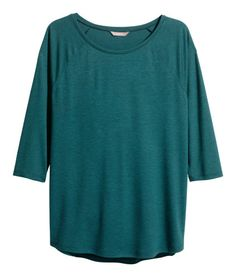 Welcome to H&M, your shopping destination for fashion online. We offer fashion and quality at the best price in a more sustainable way. Latest Fashion For Women, Latest Fashion Trends, Fashion Online, Kids Fashion, Fashion Outfits, Plus Size T Shirts, Plus Size Tops, H&m Shoes, Plus Size Fashion